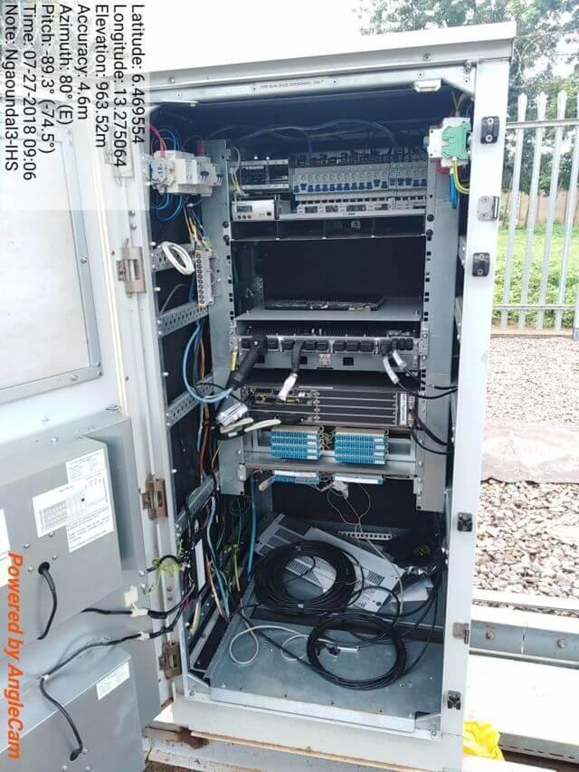 Baie eteinche sur laquelle est installé l'équipement de l'opérateur de télécommunications.